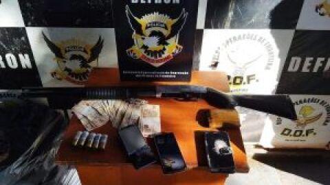 Polícia Civil prende 3 suspeitos e apreende drogas, arma e dinheiro em Ponta Porã