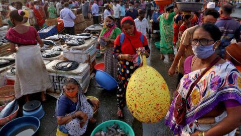 Sistema de saúde da Índia entra em colapso sob covid-19
