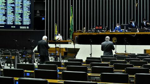 Parlamentares buscam acordos para vetos e mudança no Orçamento