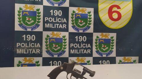 PM de Corumbá prende homem por crime de ameaça e apreende arma de fogo no bairro Vila Mamona