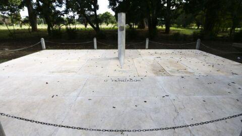 Monumento histórico, túmulo vazio de JK reina solitário no cemitério