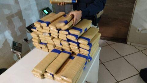 PRF apreende 168,3 Kg de maconha e 40,5 Kg de skunk em Ponta Porã (MS)