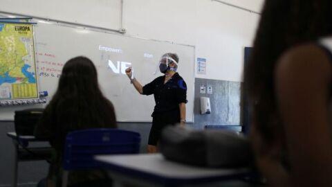 Mais 301 escolas municipais do Rio voltaram hoje às aulas presenciais