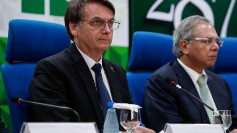 Bolsonaro sanciona projeto que libera gastos econômicos e pandemia fora do Teto