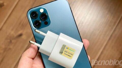 Governo quer obrigar Apple e Samsung a vender celular com carregador