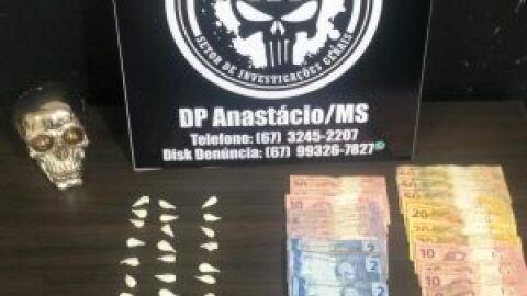 Polícia Civil fecha ponto de venda de drogas e prende suspeitos, em Anastácio