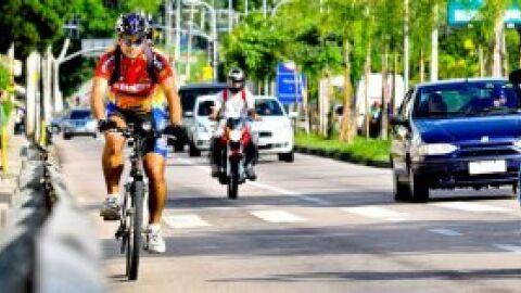 Grupo de ciclistas da capital promove campanha de conscientização por um trânsito mais seguro