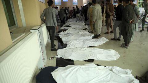 Vídeo: carro-bomba mata 55 alunas de 11 a 15 anos na saída de escola em Cabul