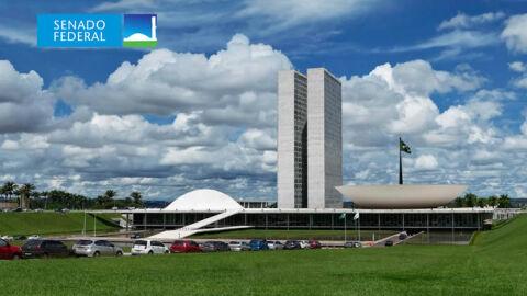 Carlos Bolsonaro esteve em reunião no Planalto sobre aquisição de vacinas da Pfizer