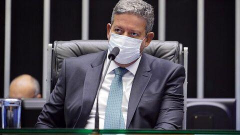 Lira recebe texto da Comissão Mista da Reforma Tributária