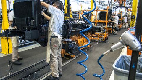 Rendimento do brasileiro e setor econômico caem no país, diz Banco Central
