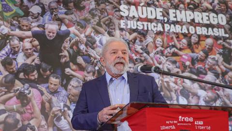 Lula lidera em 2022 com o dobro de intenções de votos de Bolsonaro, diz nova pesquisa