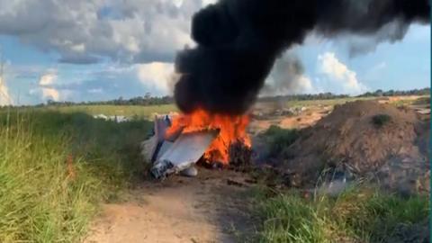 Vídeo: piloto e mais 2 morrem em queda de avião filmada; as imagens são fortes