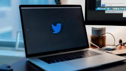 Twitter avisa sobre posts ofensivos, mas ainda deixa amigos se xingarem