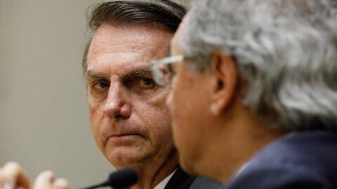 """Bolsonaro muda regra do teto e pode receber aposentadoria """"dobrada""""; entenda"""