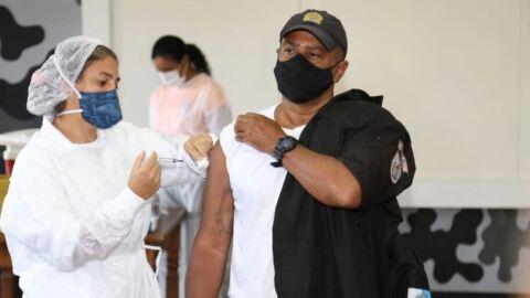 Rio suspende vacinação de profissionais de educação e segurança