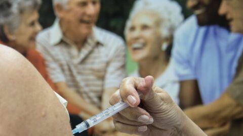 SP: só um em cada 100 mil idosos teve reação a vacinas de 2015 a 2017