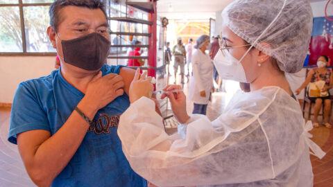 Sesau dá continuidade a calendário de vacinação de públicos prioritários na capital