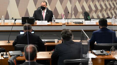 """Hora de investigar estados e prefeituras na CPI """"vai chegar"""", diz Omar Aziz"""