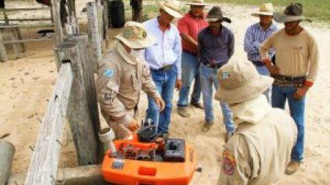 Bombeiros treinam peões de fazendas e ribeirinhos para prevenção e combate ao fogo