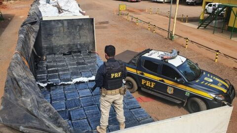 PRF apreende mais de 7 toneladas de maconha em Eldorado (MS)
