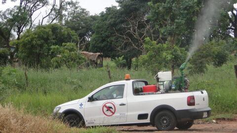 Circulando por cinco bairros, fumacê reforça combate ao Aedes nesta quinta-feira