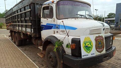 PF e BPFRON aprendem dois caminhões com carregamento milionário em contrabando