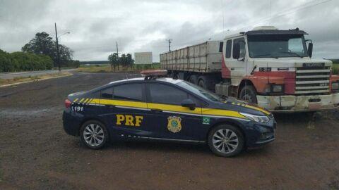 PRF recupera carreta em Ponta Porã (MS)