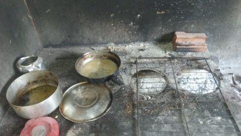 Filho de 3 anos morre carbonizado após mãe deixar vasilha com gasolina na 'calda' do fogão a lenha