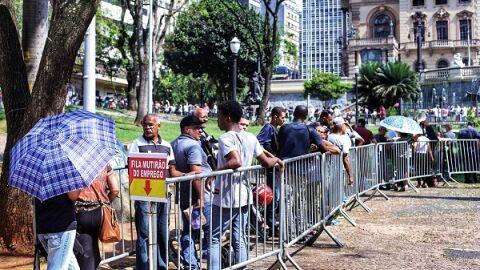 Brasil tem recorde de trabalhadores desempregados há mais de dois anos