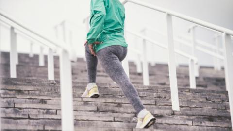 Fazer alongamento antes ou depois do treino?