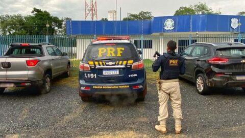 PRF frustra golpe em locadora e recupera dois veículos na BR-262