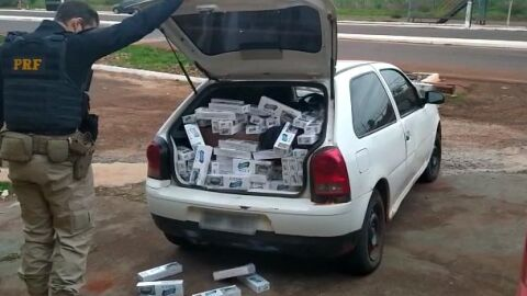 PRF apreende carro com 7 mil maços de cigarros contrabandeados na BR-463