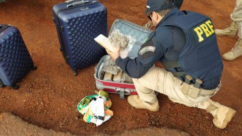 PRF apreende 13 Kg de maconha e 2 Kg de skunk em van na BR-267