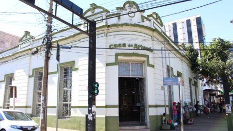Governo promete R$ 2,2 milhões para reforma e prédio centenário ganhará  'elevador'