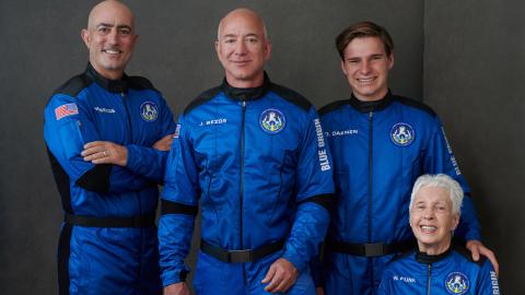 Vídeo: com tripulantes com idades inéditas, Jeff Bezos conquista o espaço