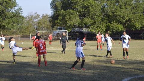 Pandemia 'afrouxa' e sindicato realiza copa de futebol com sacolada de 7 x 0 na Capital