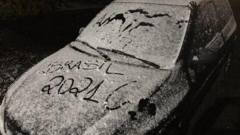 Vídeos mostram neve caindo em cidades brasileiras; veja