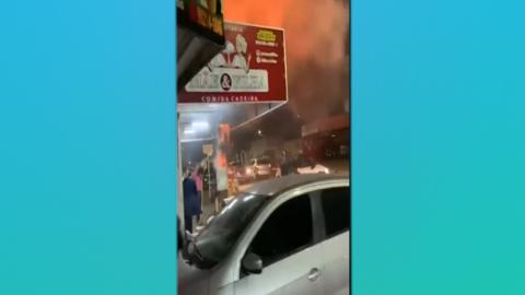 Vídeo: incêndio provoca correria e desespero em 'espetinho' da Capital