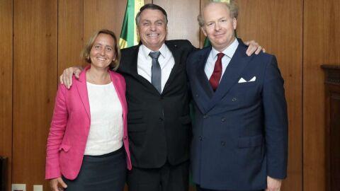 """Bolsonaro recebe neta de nazista e é elogiado: """"Impressionada"""", diz"""