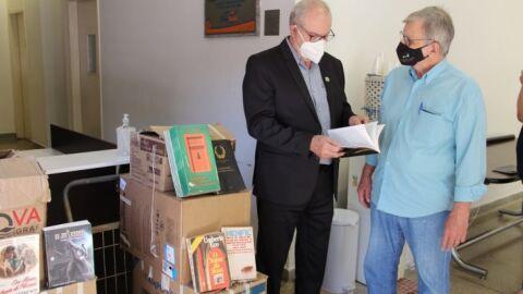 Agepen recebe doação de livros do Instituto Histórico e Geográfico de MS