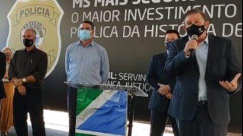 Representando ALEMS em entrega de viaturas, Eduardo Rocha destaca união entre Poderes