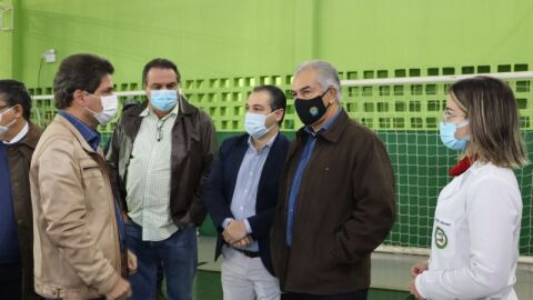 Governador Reinaldo Azambuja acompanha vacinação contra a Covid-19 em Maracaju