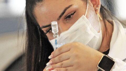 Vacinação em massa nas fronteiras derruba números de casos novos