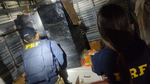 PRF apreende eletrônicos contrabandeados em caminhão de mudança em Selvíria (MS)