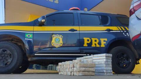 PRF apreende 24,7 Kg de cloridrato de cocaína e 20,6 Kg de cocaína em Água Clara (MS)