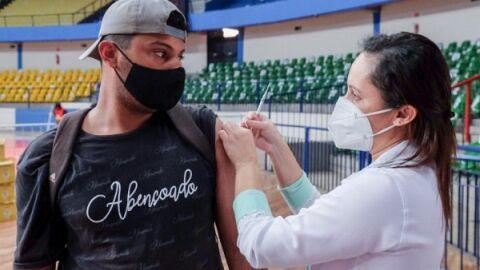 No período da tarde, vacinação contra Covid chegou para quem tem 25 anos ou mais