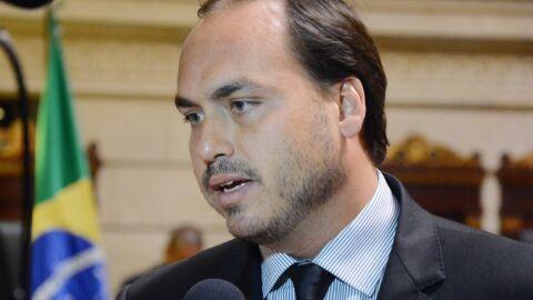 Oito ex-funcionários de Carlos Bolsonaro exerciam 'ocupações  incompatíveis', diz MP