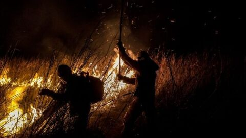 Bombeiros resgatam ribeirinhos e mantém combate e monitoramento aos incêndios no Pantanal