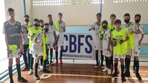 Pelezinho cria chances de gol, mas estreia com derrota na Taça Brasil de Futsal Sub-13